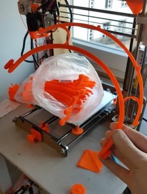 cE3c envolvido na impressão de suportes de viseiras para equipas de trabalho médico