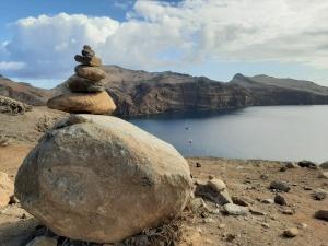 Empilhar pedras pode prejudicar a biodiversidade